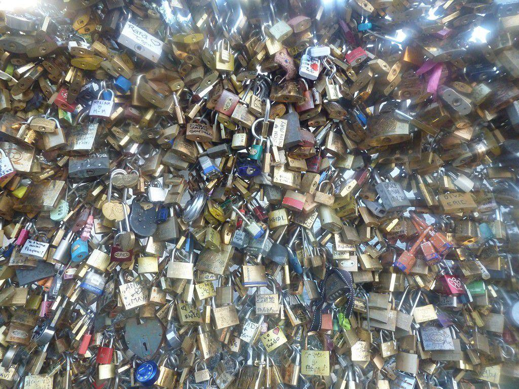 Paris : les cadenas de l'amour.