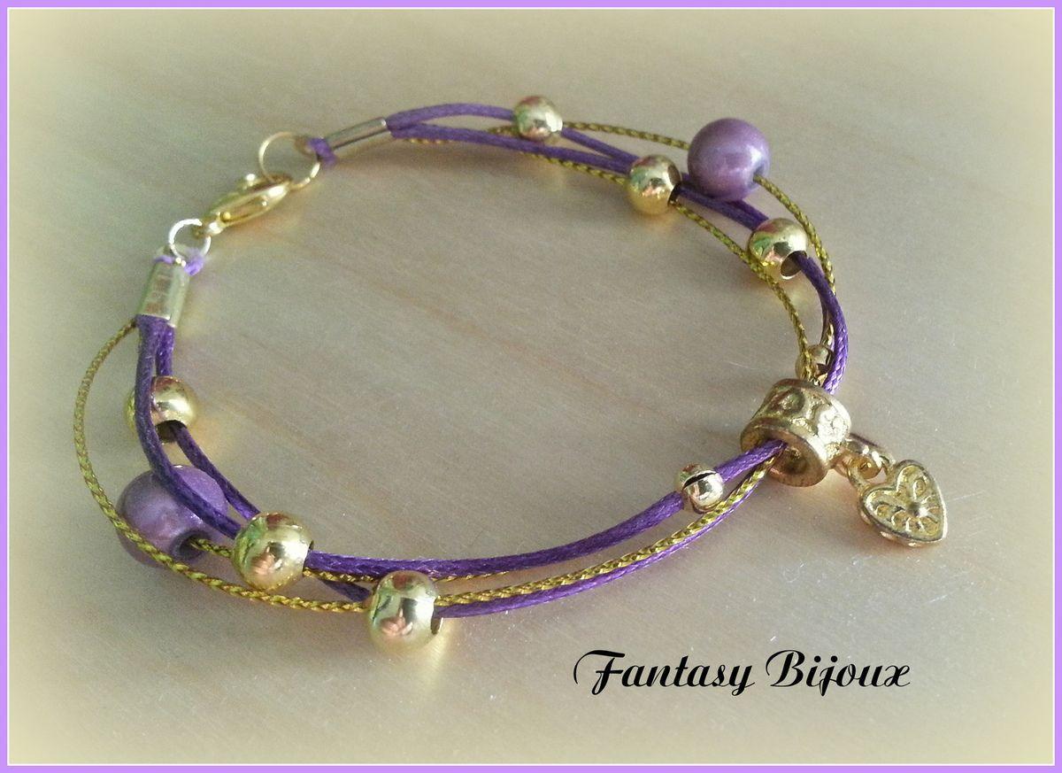 Bracelet petits cordons violets et or .