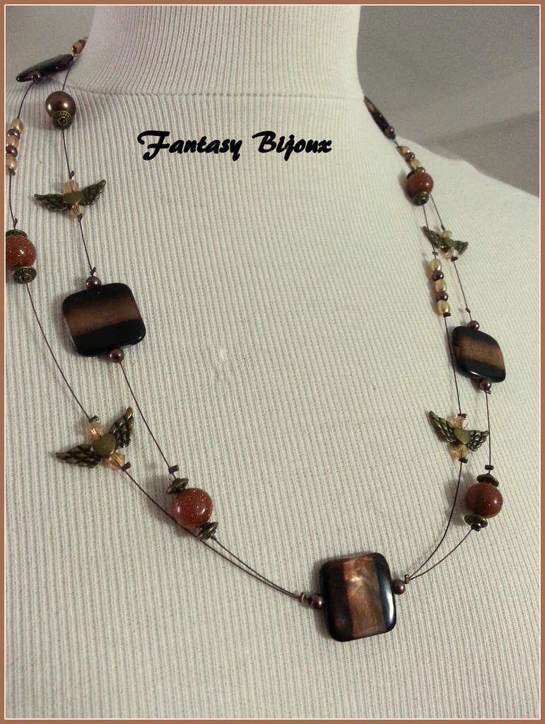 Un collier double , couleur automne , sur cables.
