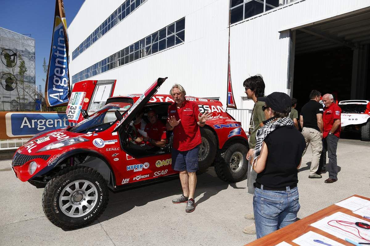 team dessoude nissan dakar 2015 . verification et podium a buenos aires