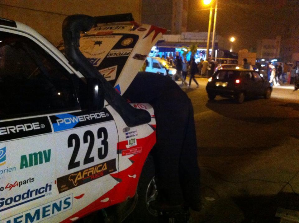 africa eco race 2015 repos a dakhla nº 223 gilles gard et son copilote