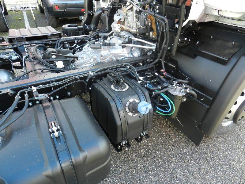 utilitaire 3t5 Nissan NT500chez laudis cahors garantie 5 ans ou 160 000 kms