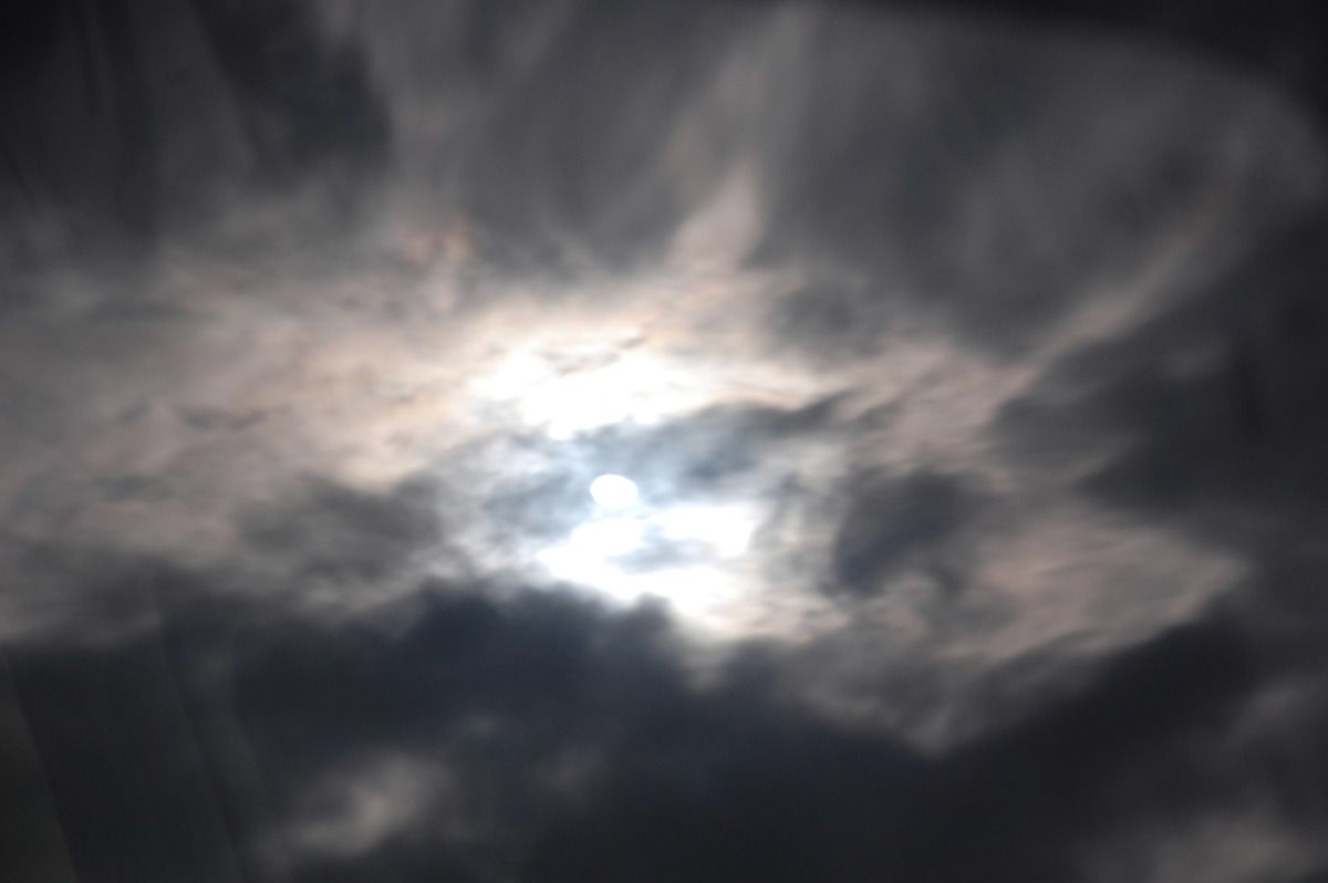 Le temps est magnifique le soleil traverse les nuages