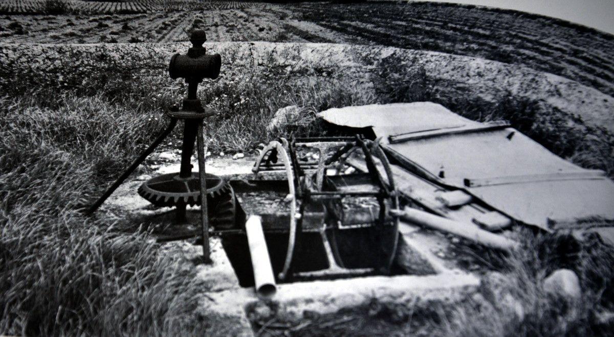 Un puits.