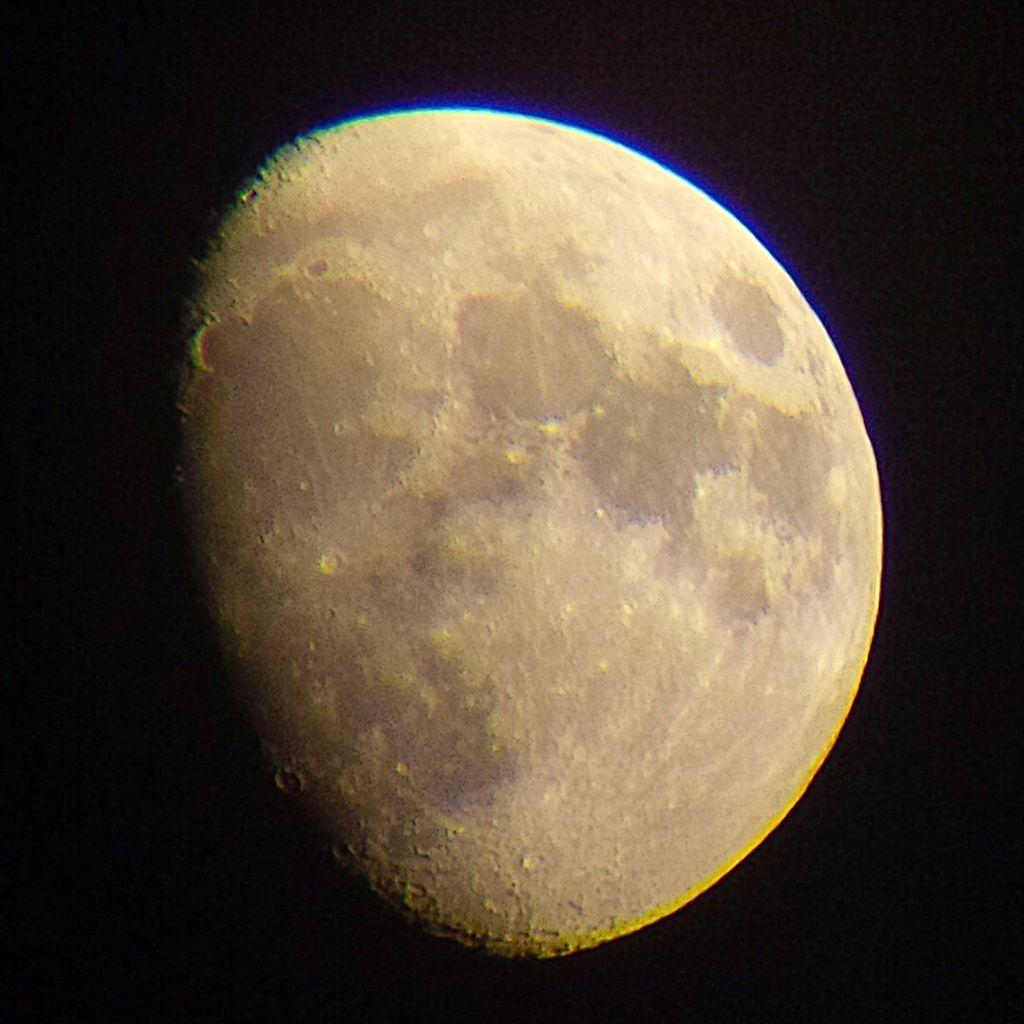 Lune Gibbeuse ascendante du 11/04/2014 / BlackBerry Q10 + Praktica compact 15-45*60