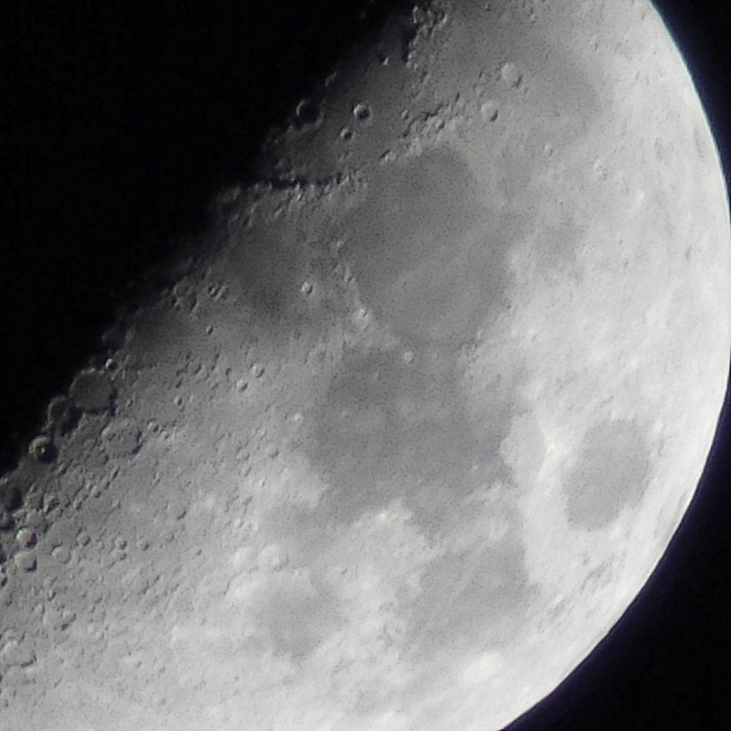 Lune Gibbeuse ascendante du 08/04/2014 - 00:52 AM - BlackBerry Q10 + Praktica compact 15-45*60