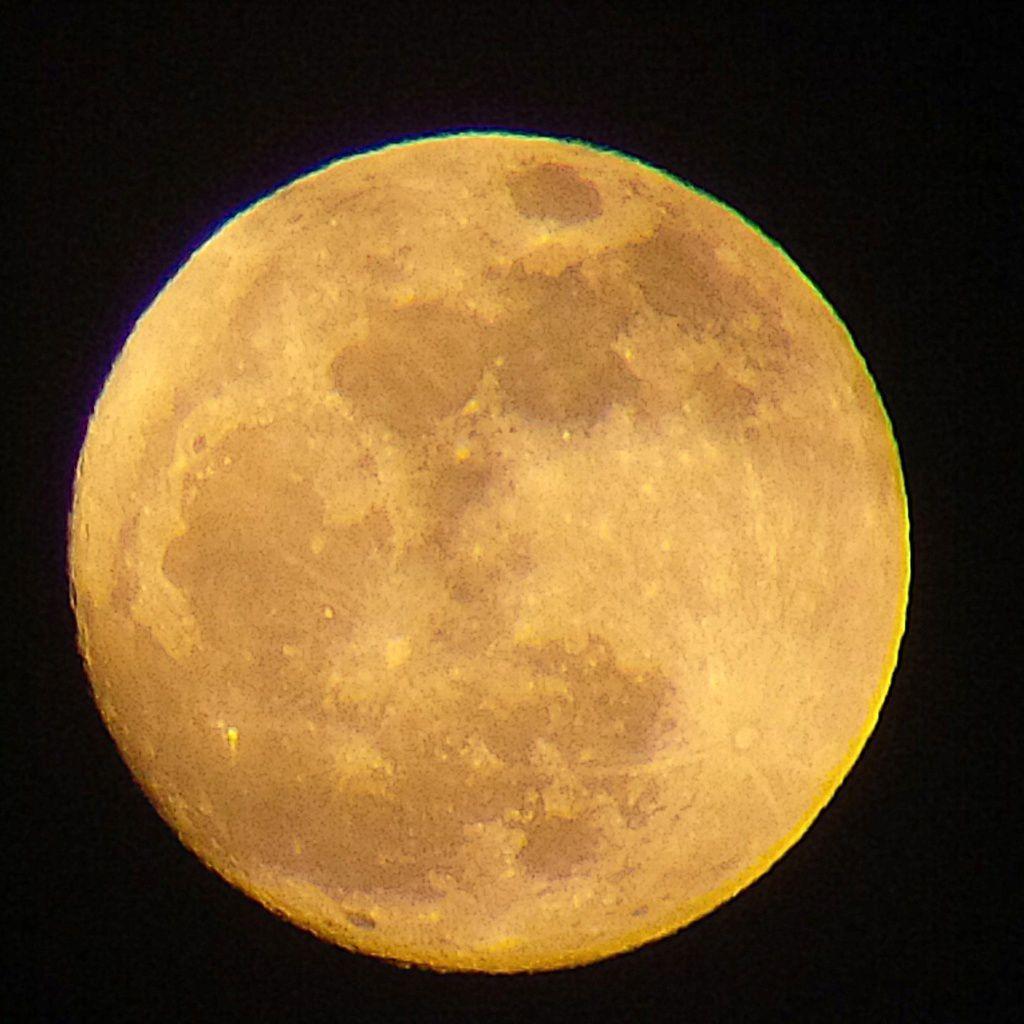 Lune Gibbeuse ascendante du 15/03/2014 - 19:50 PM - BlackBerry Q10 + Praktica compact 15-45*60