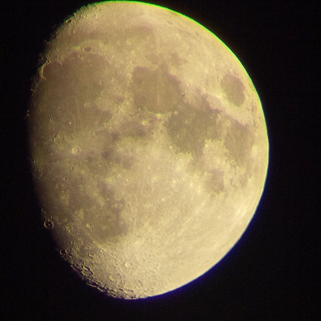 Lune Gibbeuse ascendante du 10/04/2014 - 23:56 PM - BBy Q10 + Praktica compact 15-45*60
