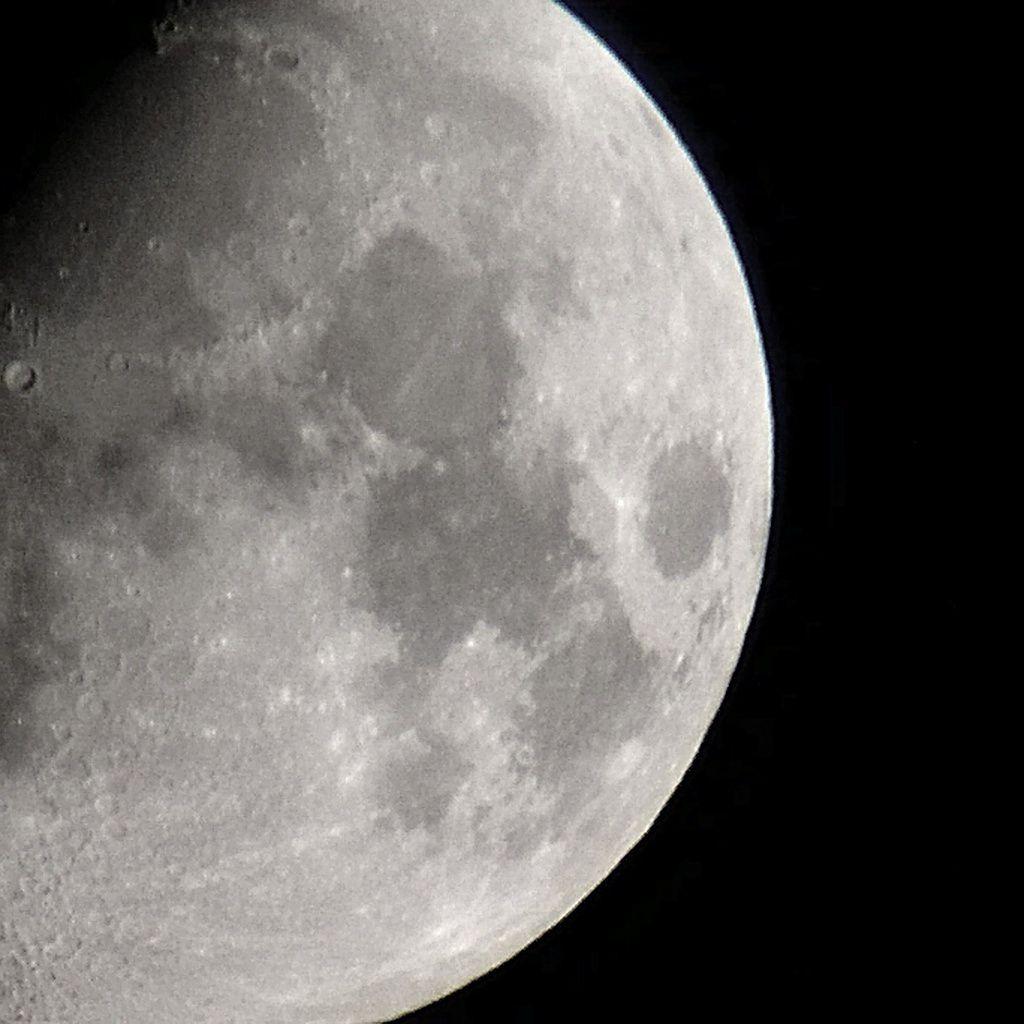 Lune Gibbeuse ascendante du 10/04/2014 - 01:29 AM - BlackBerry Z30 + Praktica compact 15-45*60 + filtre Lunaire