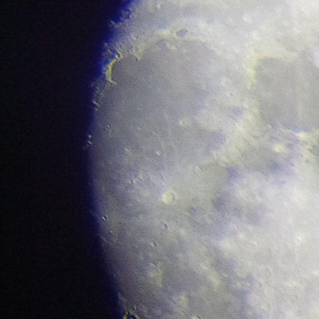 Lune Gibbeuse ascendante du 11/04/2014 - 00:12 AM - Plein zoom face Ouest - BlackBerry Q10 + Praktica compact 15-45*60
