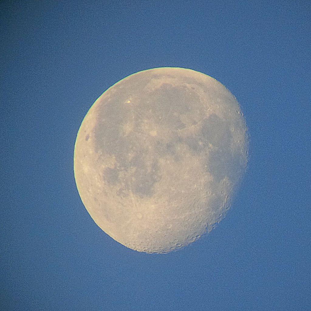 Lune Gibbeuse descendante du 18/04/2014 - 07:24 AM - BlackBerry Q10 + Praktica compact 15-46*60