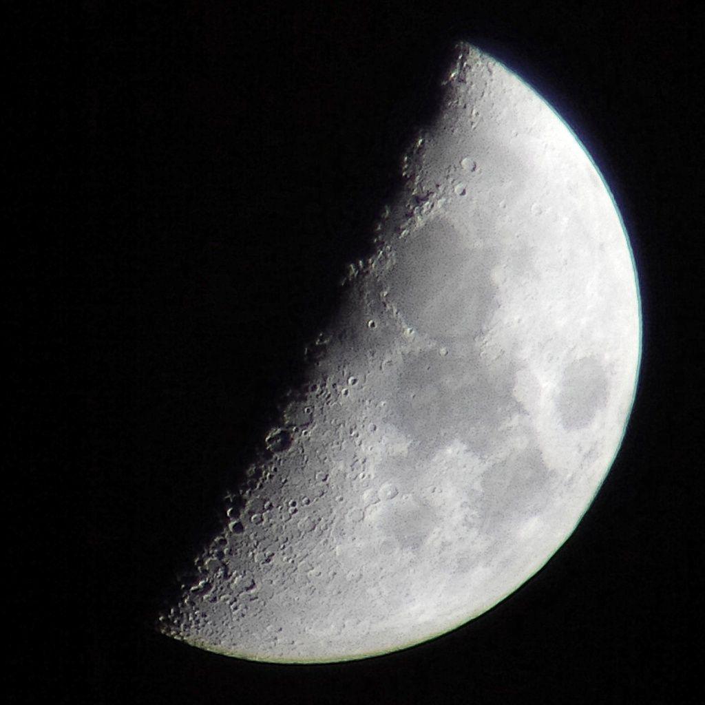 Premier Quartier de Lune du 06/05/2014 - 22:26 PM - BlackBerry Q10 + Praktica compact 15-45*60 + filtre Lunaire