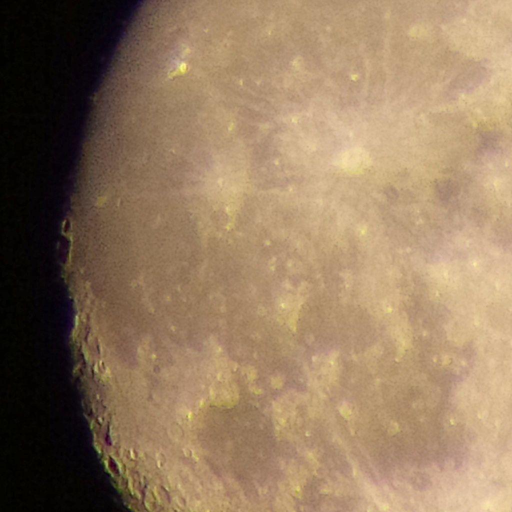 Lune Gibbeuse ascendante du 09/08/2014 - Plein zoom face Ouest 00:14 AM - BBy Q10 + Praktica compact 15-45*60