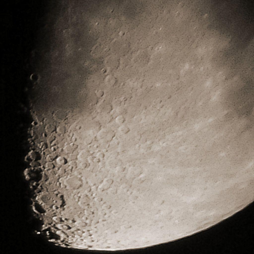 Lune Gibbeuse ascendante du 03/09/14 - Nantes 21:22 PM - BBy Q10 + Praktica compact 15-45*60 + filtre Lunaire