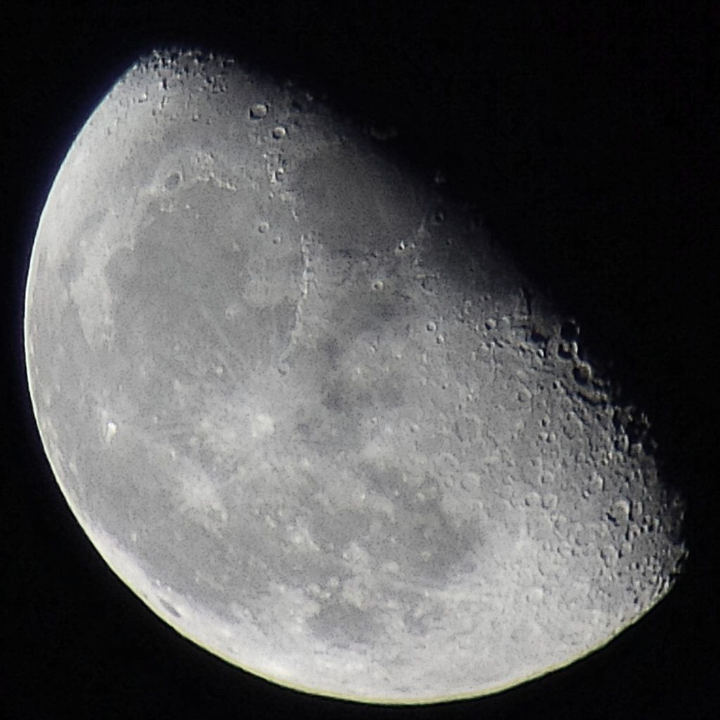 Lune Gibbeuse descendante du 14/10/14 - Nantes 00:29 AM - BBy Q10 + Praktica compact 15-45*60mm