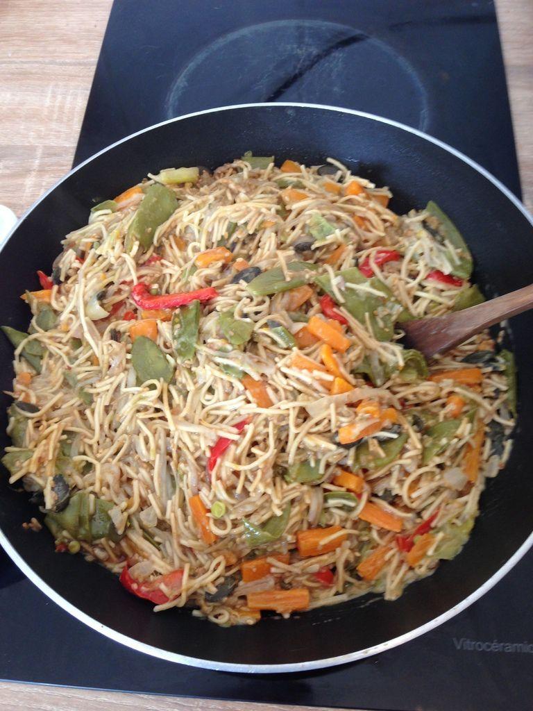wok de légumes nouille asiatique.