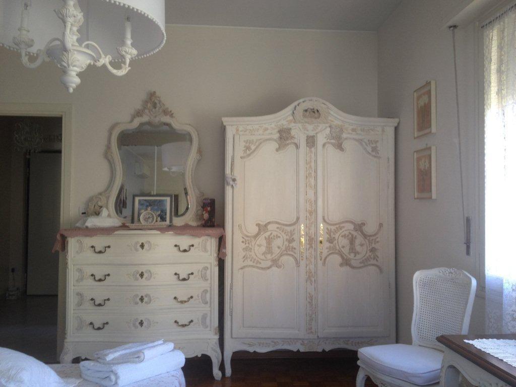 Cristina m'a envoyé ses photos aussitôt l'installation des meubles terminée.  Réalisation réussie, cliente satisfaite. Un vrai bonheur.
