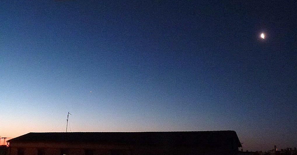 Vénus et la Lune ce matin à l'aube.