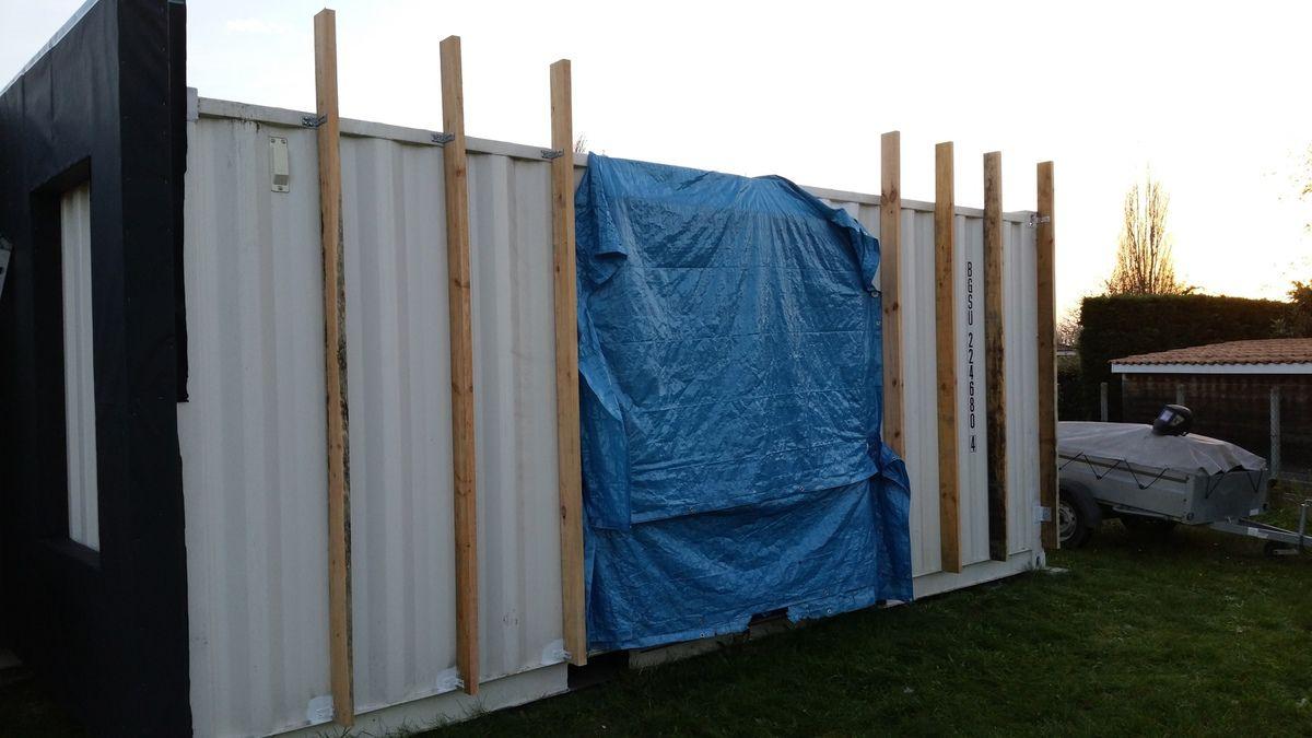 Travaux sur la pose de l 39 ossature bois sur le container for Isoler un conteneur
