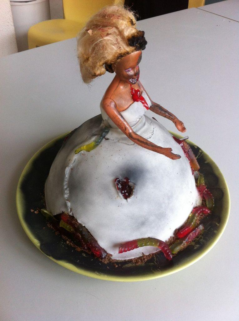 Gâteau Barbie zombie