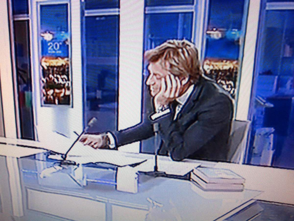 Laurent Delahousse, l'avachi de France 2