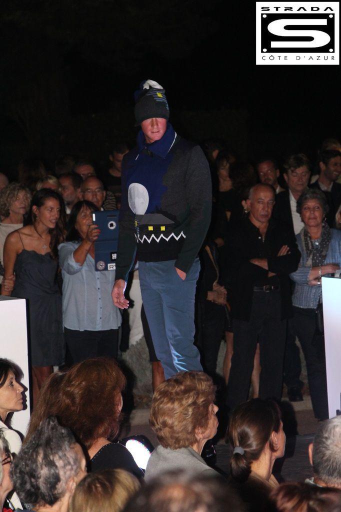 Thomas avec le fameux pull KENZO que portait HUMBERTO LEON ( directeur artistique de la maison KENZO )