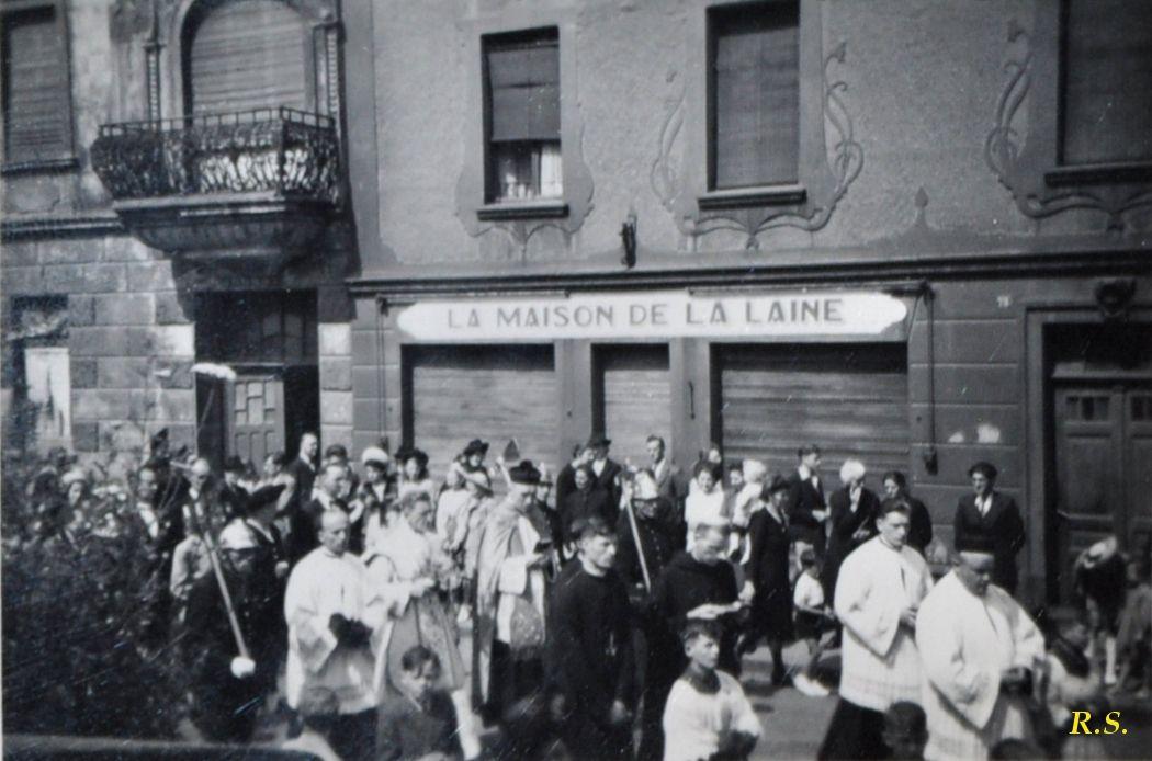 Procession rue Clemenceau à Algrange en 1945