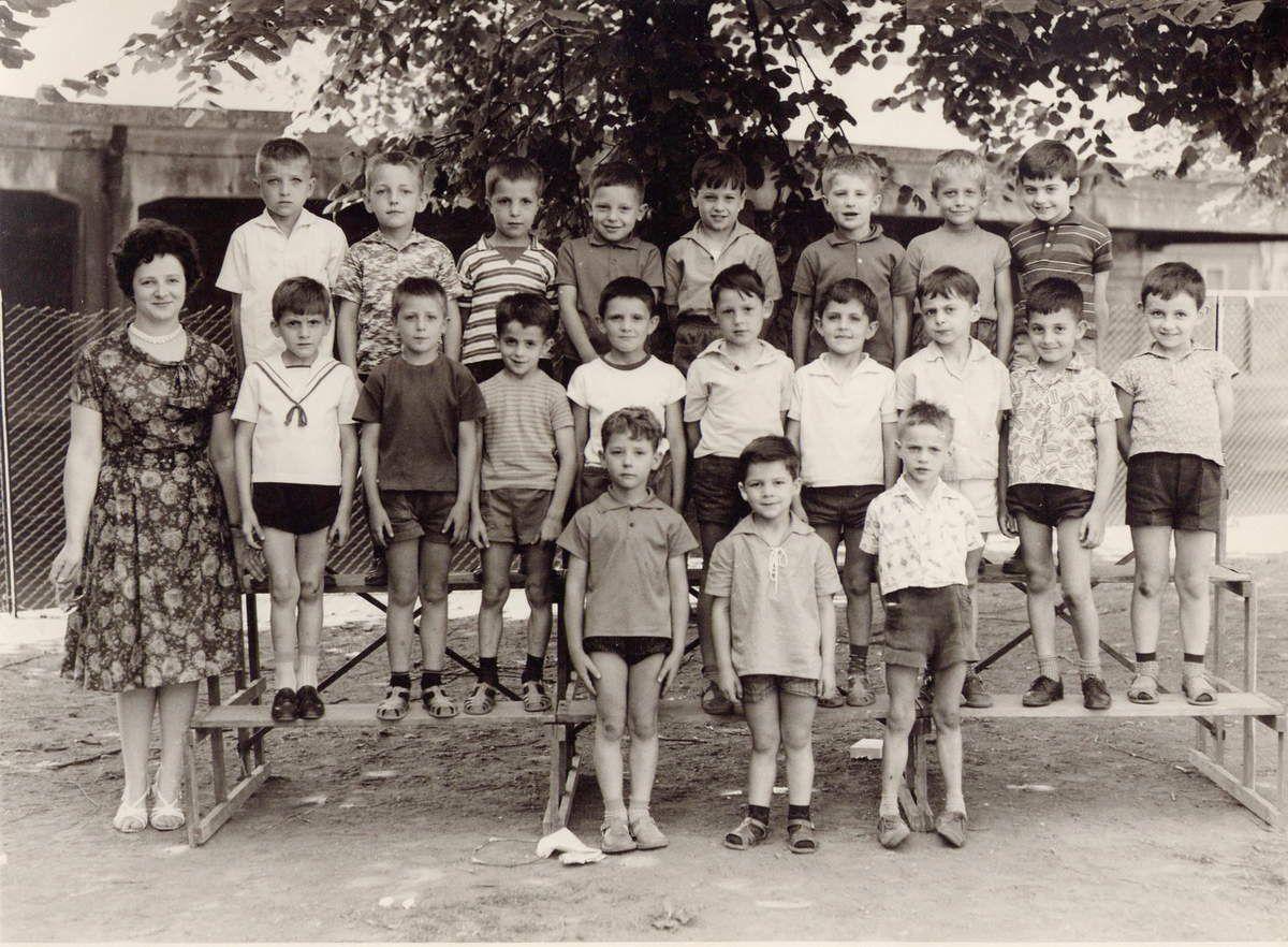Année scolaire 1963 - 1964 Cours .......... Me Odette LANG