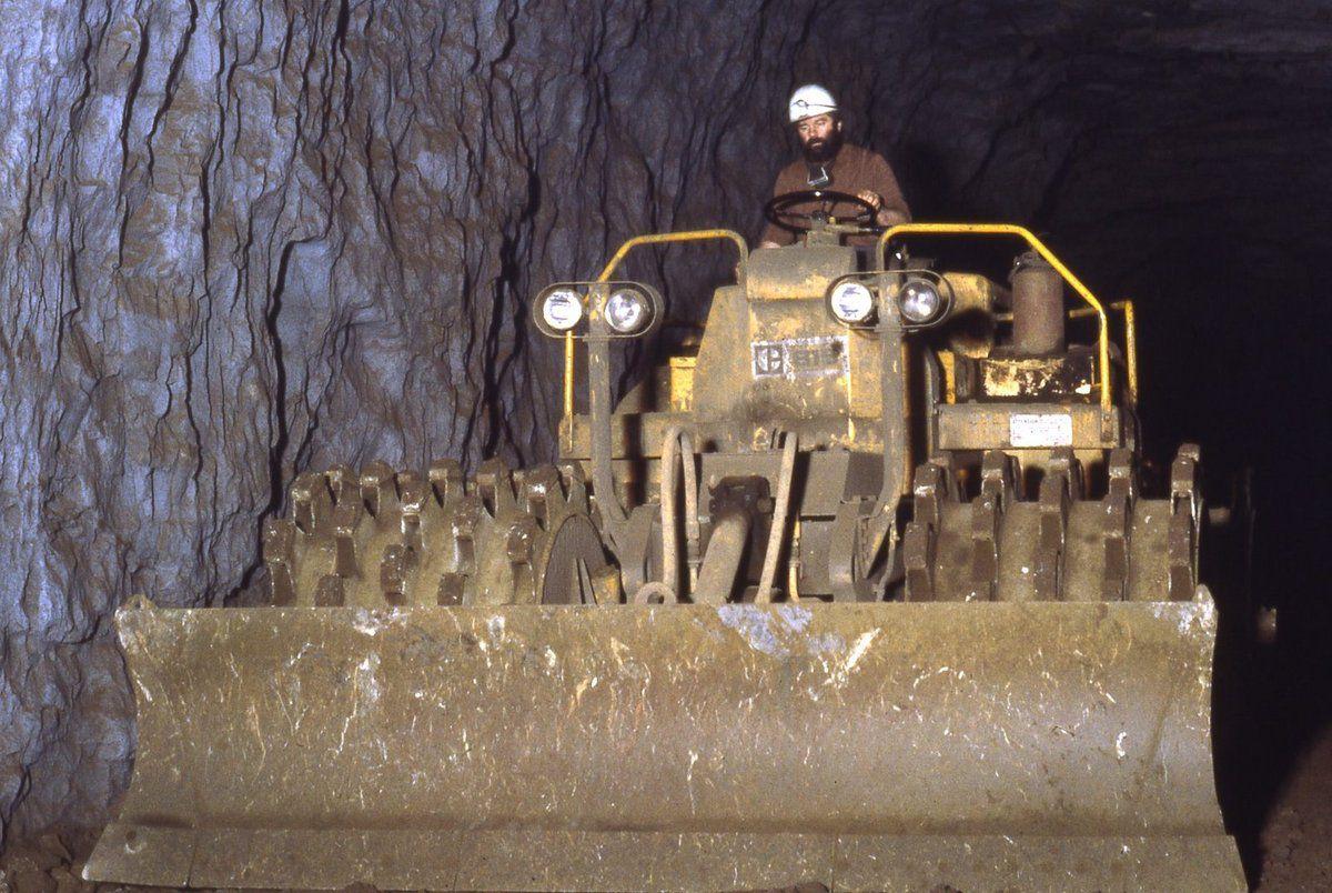 Le chargement du minerai de fer dans les mines à Algrange (2)
