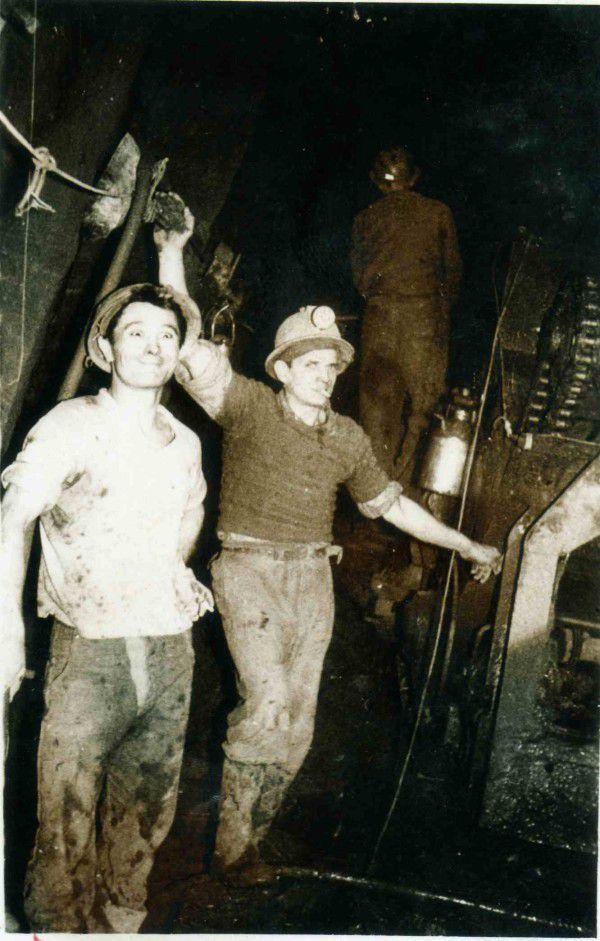 Mon père aux commandes de l'estacade et ses copains de poste: Paul MAKAI et M. CUCIZ....