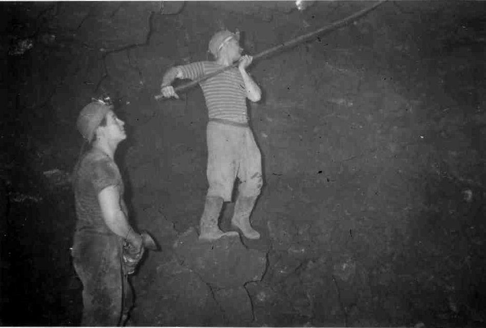 Le sondage de la voûte au fond des mines de fer à Algrange