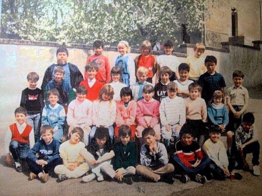 Classe de CE2 pour l'année scolaire 1987 - 1988