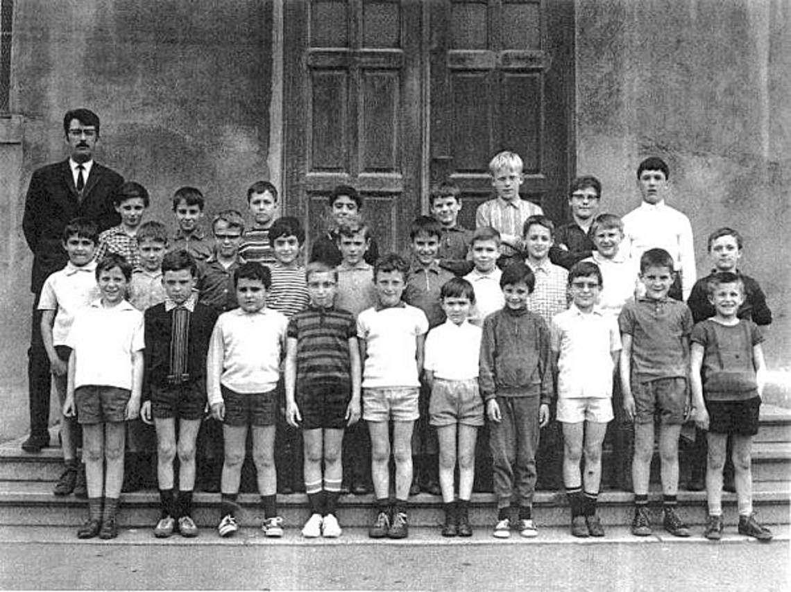 Classe de CM1 pour l'année scolaire 1968-1969