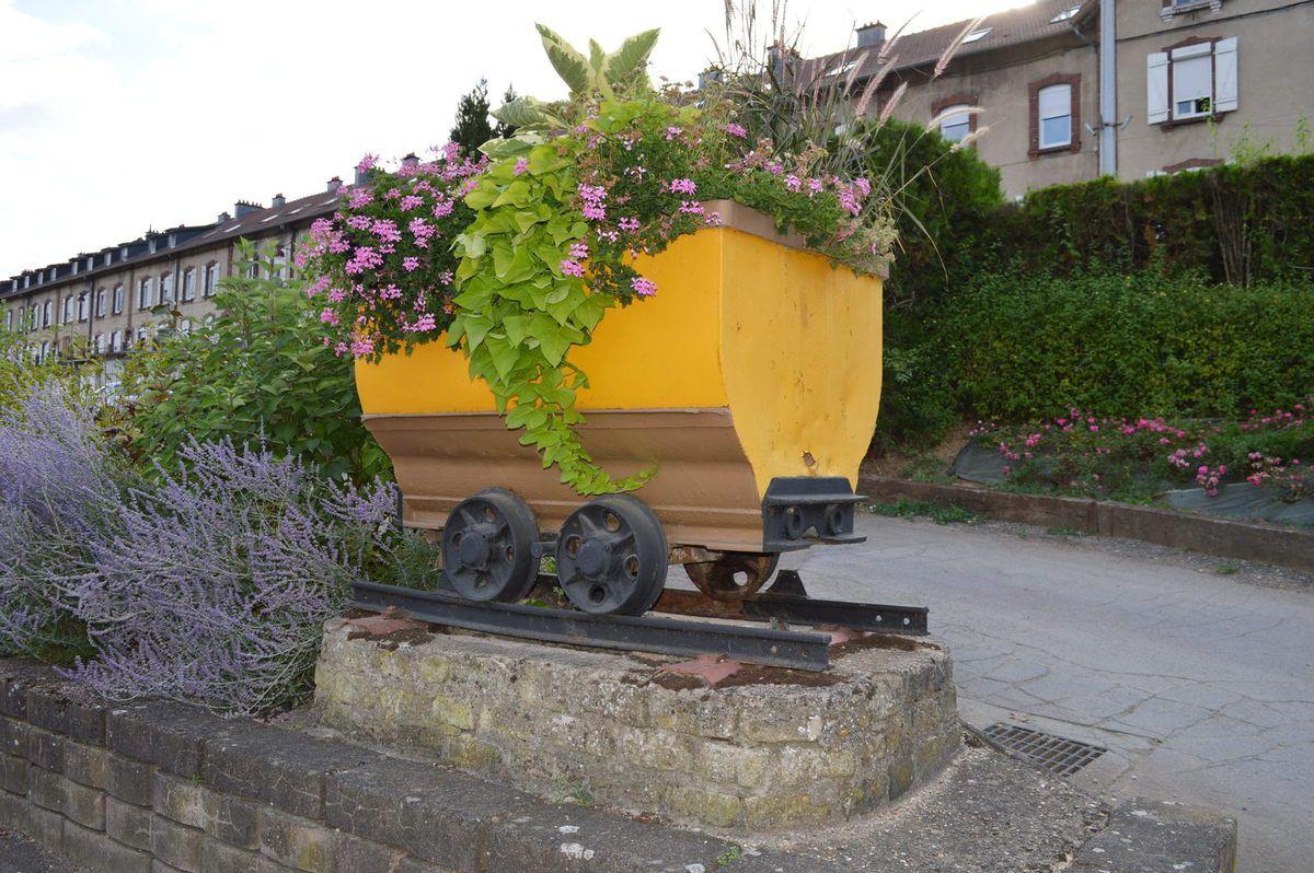 Fleurs, sculptures d'hier et d'aujourd'hui à Algrange