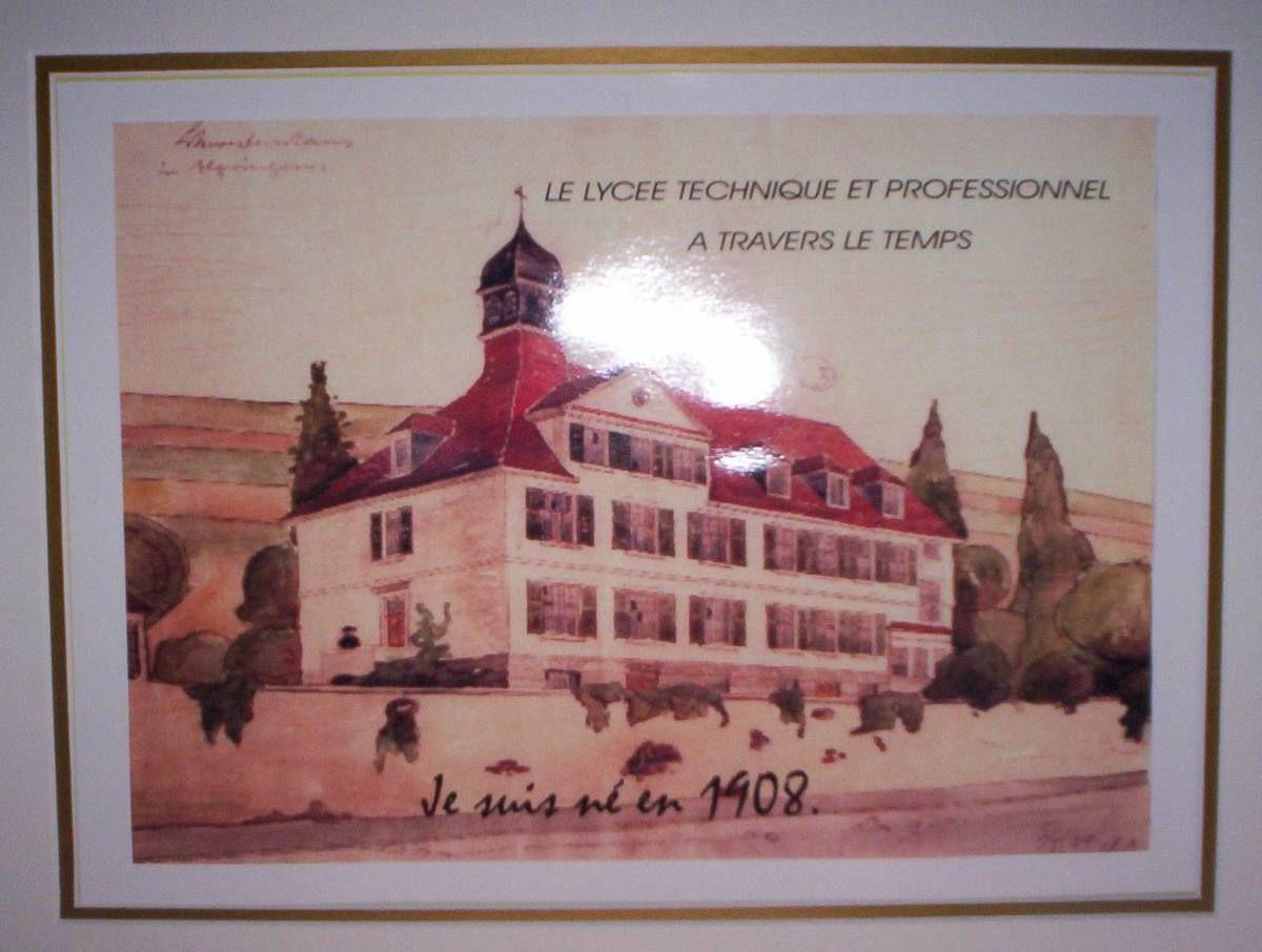 La Maison de la Sainte Famille devenu le Lycée Technique Professionnel Privé Saint Vincent de Paul à Algrange