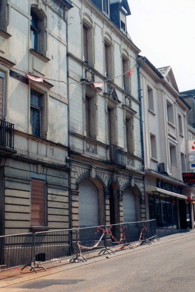 N° 114, rue Clemenceau - du café SCHNATZ à la banque du Crédit Mutuel à Algrange