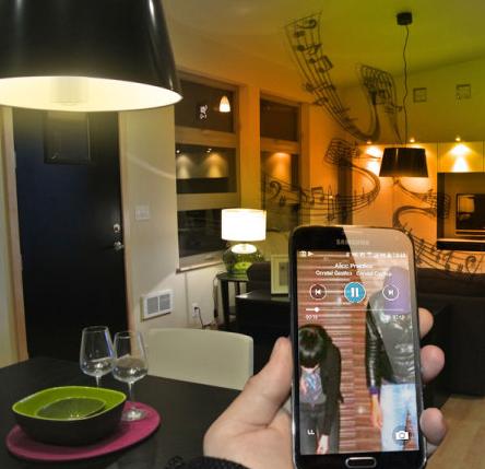 [test]  L'Ampoule Connectée - Enceinte Bluetooth (Olixar)