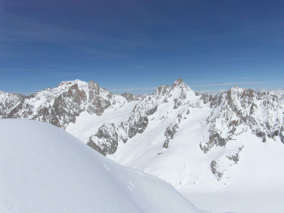 Panorama du sommet avec le couloir en Y de l'aiguille d'Argentière