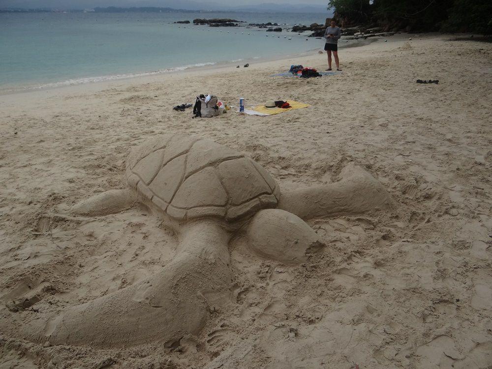 Sculpture éphémère sur la plage