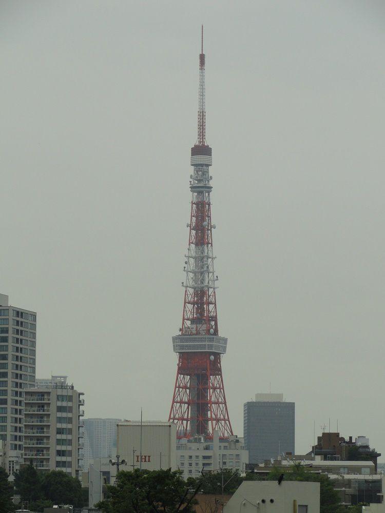 Vue sur la Tōkyō Tower, inaugurée en 1958, l'un des monuments symboliques de la ville