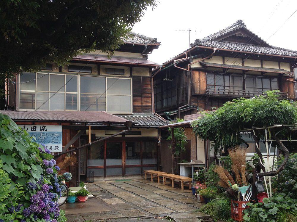 Maisons typiques à l'entrée du cimetière Yanaka
