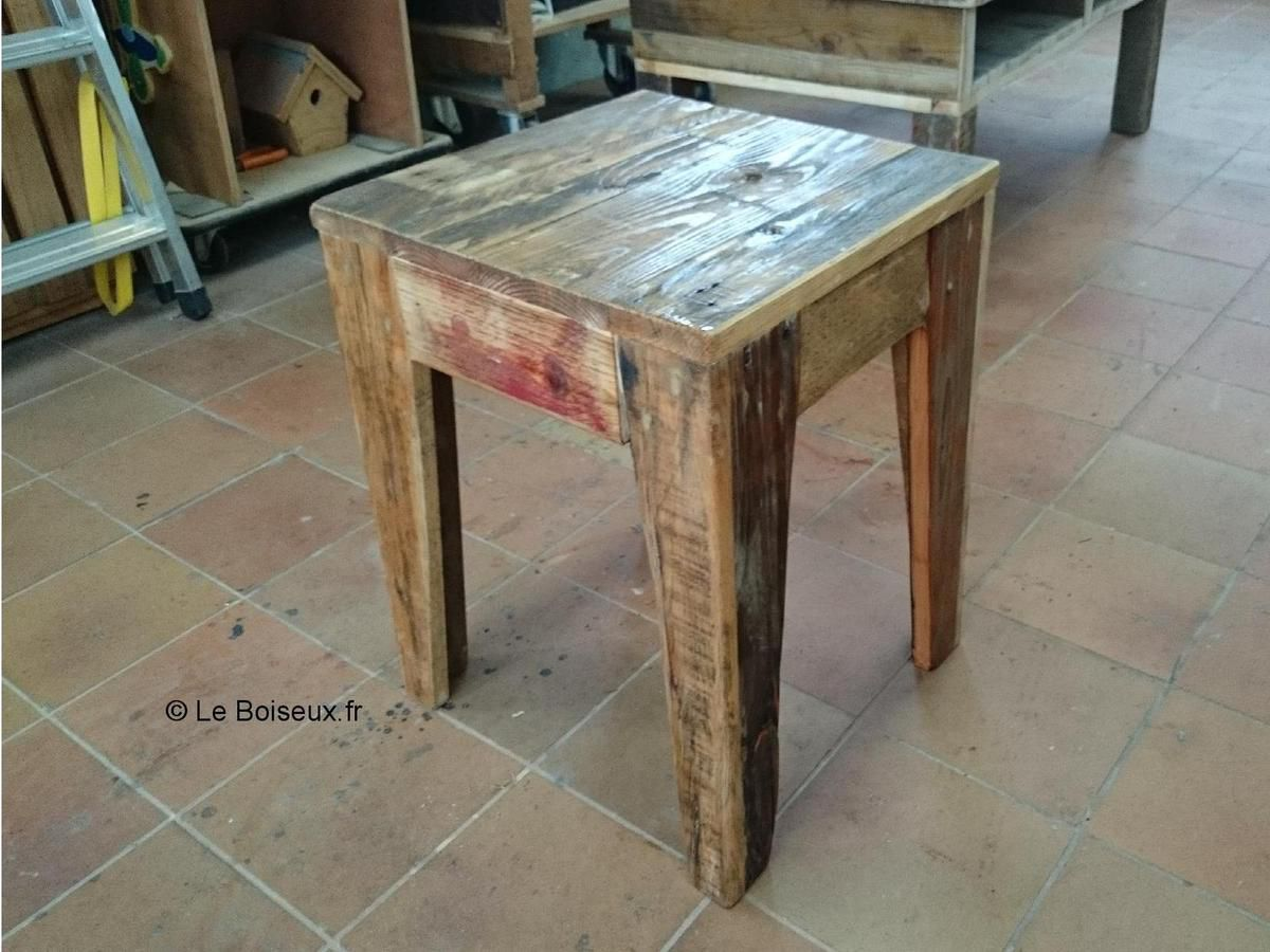 tabouret personnalis bois de palettes recycl tables de restaurants en bois recycl sur mesure. Black Bedroom Furniture Sets. Home Design Ideas