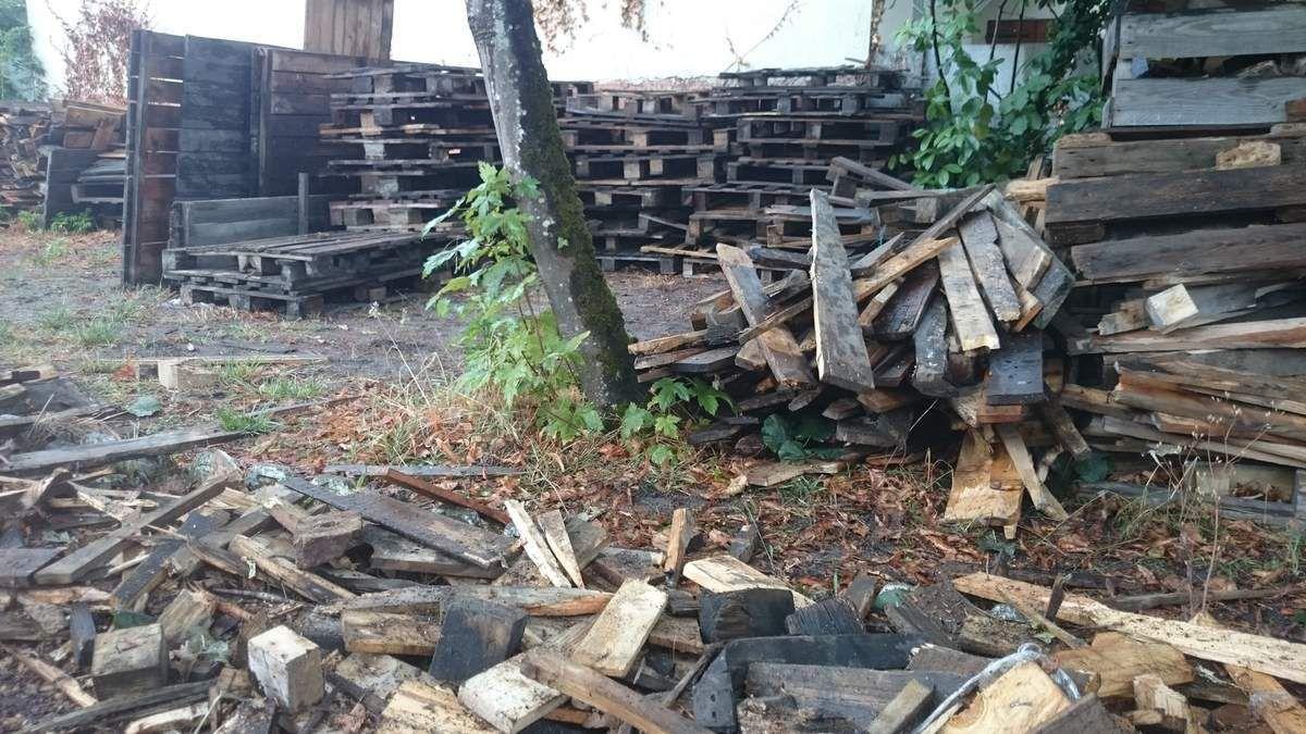 Une table en bois recyclé sur mesure c'est de l'eau de pluie et beaucoup d'huile... de coude.