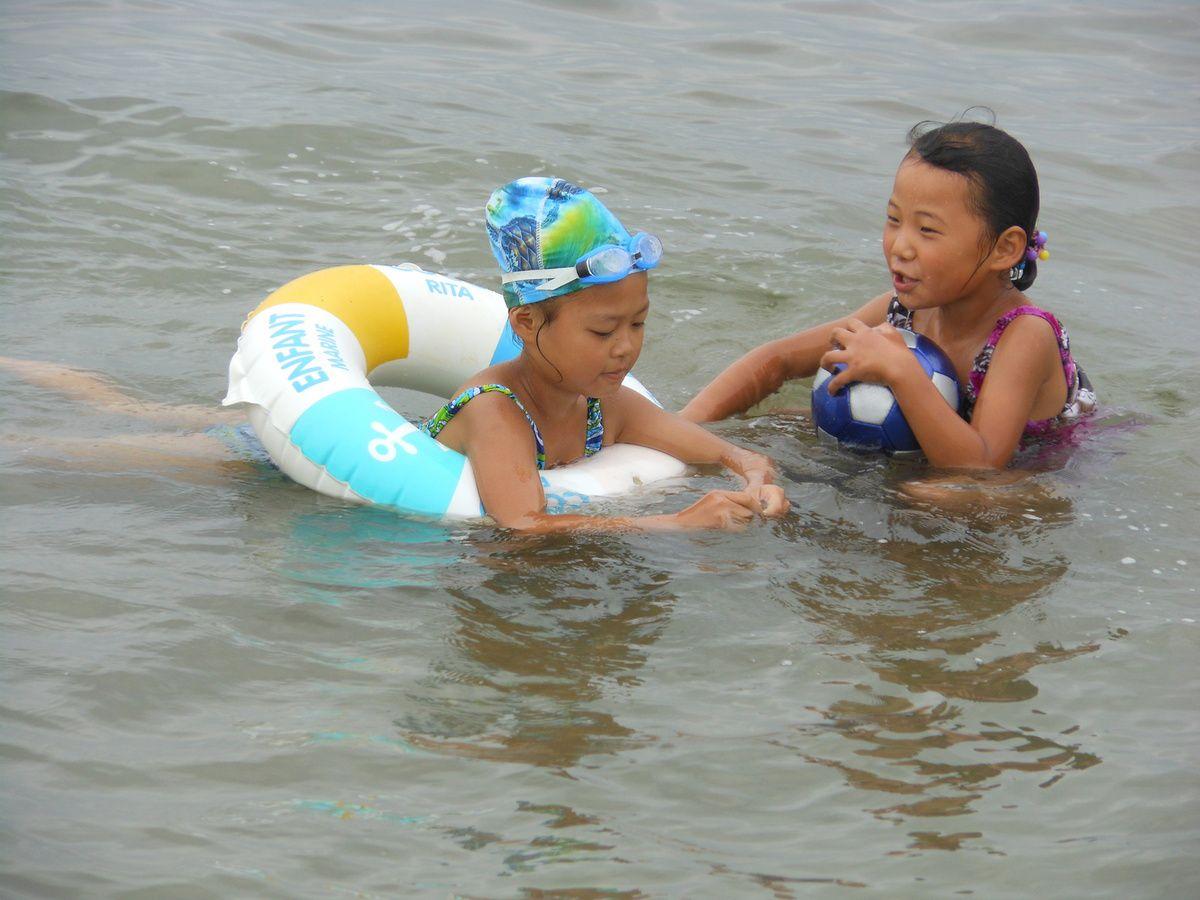 Enfants sur la plage de Wonsan