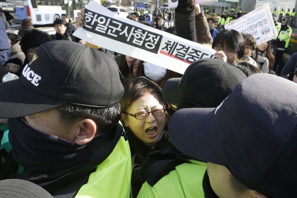Une manifestante coréenne le 23 novembre, contre l'accord nippo-sud-coréen en matière de renseignement