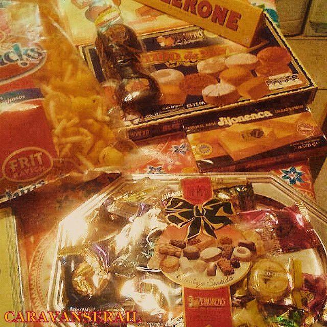 Montecados et autres biscuits espagnols au bon goût de saindoux et de cannelle... tout le monde n'aime pas, mais l'exotisme est là!