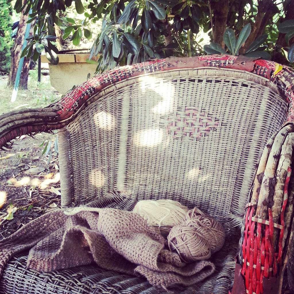 Un peu de crochet dans le jardin:)