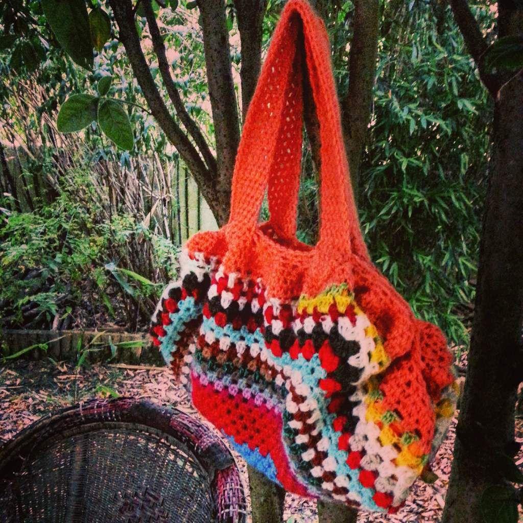 Le petit sac boule en crochet que j'ai fais pour la maîtresse pour la remercier pour cette année de CP. J'espère qu'elle aime la couleur!