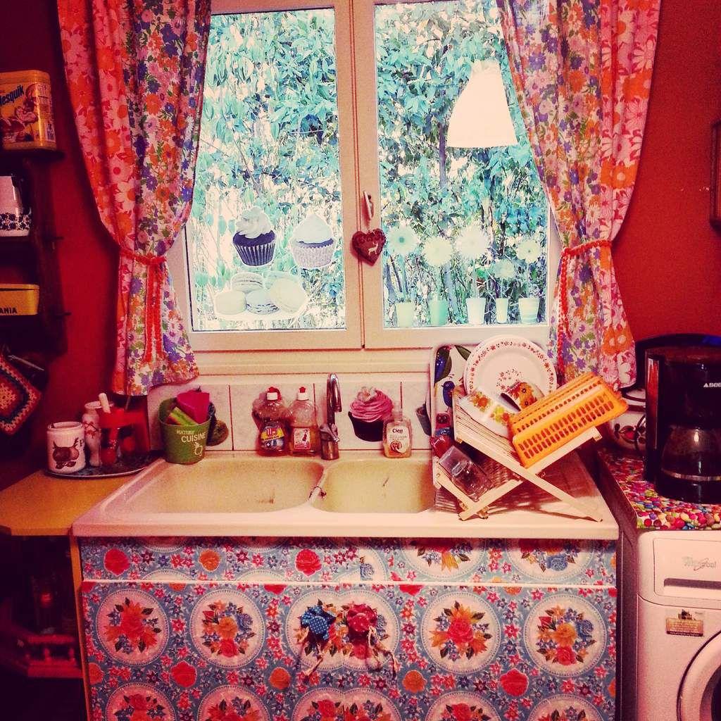 Je continue de décorer ma cuisine...j'ai changé le venilia du meuble sous l'évier!