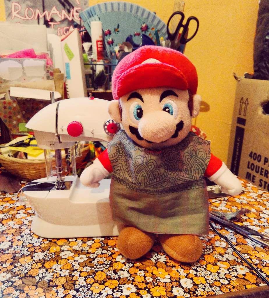Mario a eu sa petite tunique lui aussi, cousu par ma poupette!